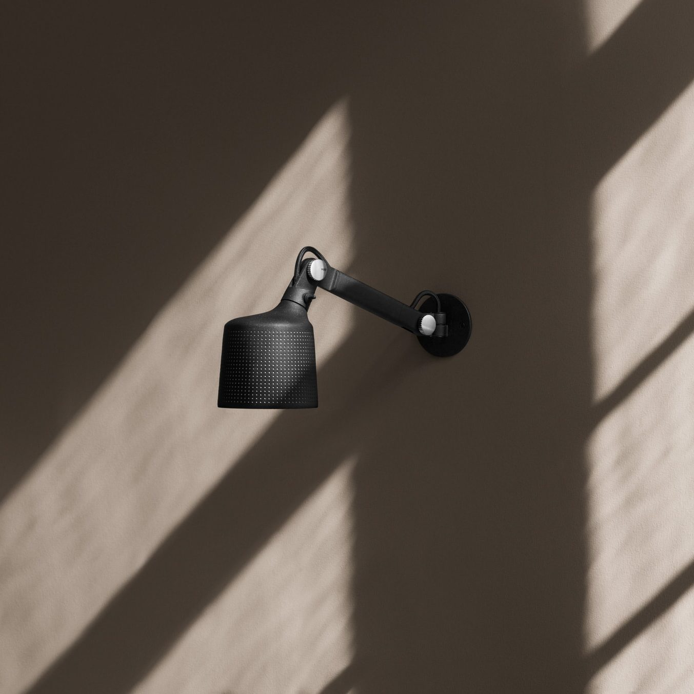 Vipp 523 wall lamp, small sort Interiørbutikken